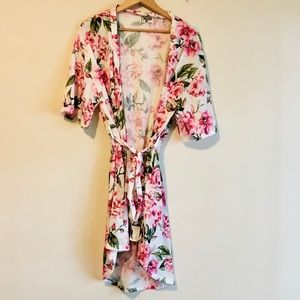 NWOT Show me your Mumu Brie floral robe